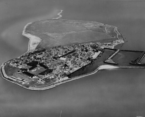 NIMH_-_2011_-_0511_-_Aerial_photograph_of_Urk_The_Netherlands_-_1920_-_1940