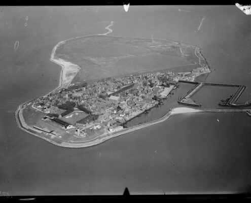 NIMH_-_2011_-_0512_-_Aerial_photograph_of_Urk_The_Netherlands_-_1920_-_1940